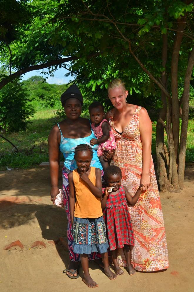 Moster Eunis (aner ikke, hvordan det staves) og de to kusiner, Miriam og Sara